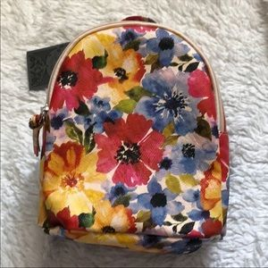 Vegan mini back pack by tshirt and jeans